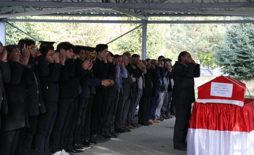 Polis memuru Erdal Ergül son yolcuğuna uğurlandı